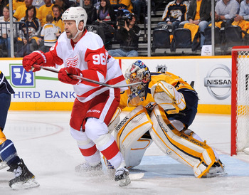 Holmstrom setting up camp in front of the net versus the Predators