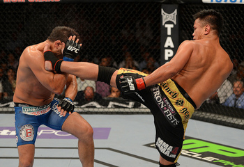 Le (R) delivers a kick against Cote (Donald Miralle/Zuffa, LLC)