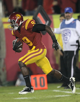 LOS ANGELES, CA - NOVEMBER 26:  Marqise Lee #9 of the USC Trojans returns a kick against the UCLA Bruins at the Los Angeles Memorial Coliseum on November 26, 2011 in Los Angeles, California.  (Photo by Stephen Dunn/Getty Images)