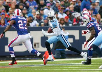 ORCHARD PARK, NY - DECEMBER 04:  Nate Washington #85 of the Tennessee Titans runs after a catch against the Buffalo Bills  at Ralph Wilson Stadium on December 4, 2011 in Orchard Park, New York.Tennessee won 23-17.  (Photo by Rick Stewart/Getty Images)