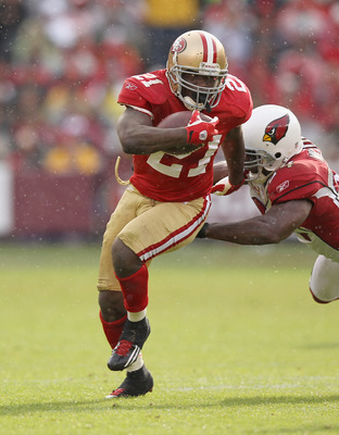 Frank Gore breaks a tackle against the Cardinals