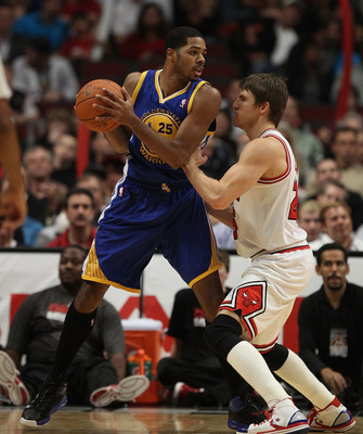 CHICAGO, IL - NOVEMBER 11: Rodney Carney #25 of the Golden State Warriors moves against Kyle Korver #26 of the Chicago Bulls at the United Center on November 11, 2010 in Chicago, Illinois. The Bulls defeated the Warriors 120-90. NOTE TO USER: User express