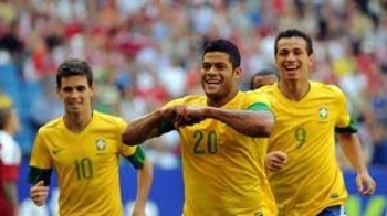 Brazilian stars Oscar (left) and Hulk (center) Photo/au.eurosport.com