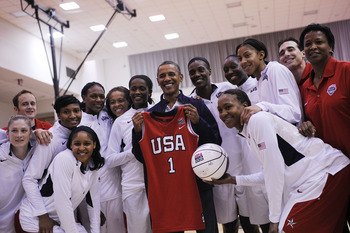 The U.S. team poses with President Obama.