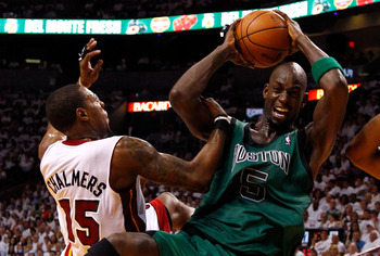 Kevin Garnett needs to stay at center.