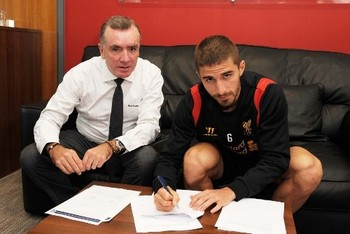 Fabio Borini signs his contract at with LFC