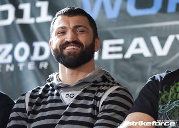 Andrei Arlovski - Esther Lin/Strikeforce