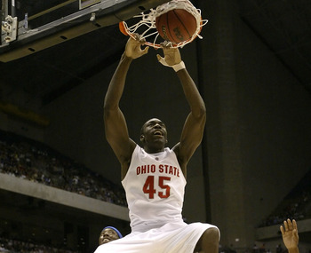 SAN ANTONIO - MARCH 24:  Othello Hunter #45 of the Ohio State Buckeyes dunks in the first half against the Memphis Tigers during the south regional final of the NCAA Men's Basketball Tournament at the Alamodome on March 24, 2007 in San Antonio, Texas.  (P