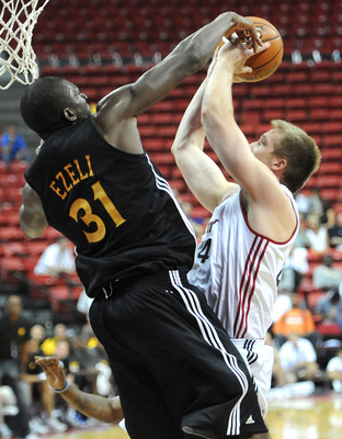 Hamilton getting blocked by Festus Ezeli