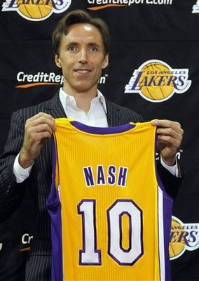Steve Nash (via AP Photo / Reed Saxon)