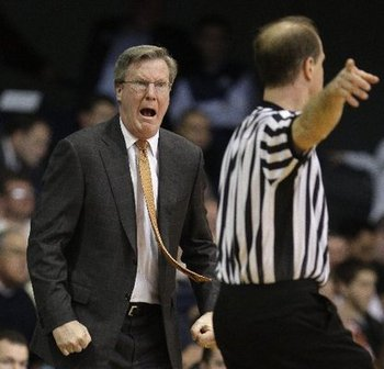 Siena-coach-fran-mccaffery-yelling-ref-f559c71f850cdd7b_large_display_image