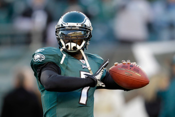 PHILADELPHIA, PA - DECEMBER 18:  Michael Vick #7 of the Philadelphia Eagles warms up before the start of the Eagles game against the New York Jets at Lincoln Financial Field on December 18, 2011 in Philadelphia, Pennsylvania.  (Photo by Rob Carr/Getty Ima