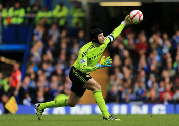 LONDON, ENGLAND - MARCH 18:  Petr Cech of Chelsea throws the ball during the FA Cup sixth round match between Chelsea and Leicester City at Stamford Bridge on March 18, 2012 in London, England.  (Photo by Richard Heathcote/Getty Images)