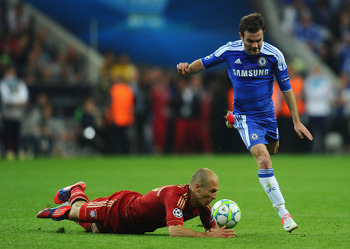 MUNICH, GERMANY - MAY 19:  Juan Mata of Chelsea and Arjen Robben of Bayern Muenchen fight for the ball during UEFA Champions League Final between FC Bayern Muenchen and Chelsea at the Fussball Arena München on May 19, 2012 in Munich, Germany.  (Photo by M