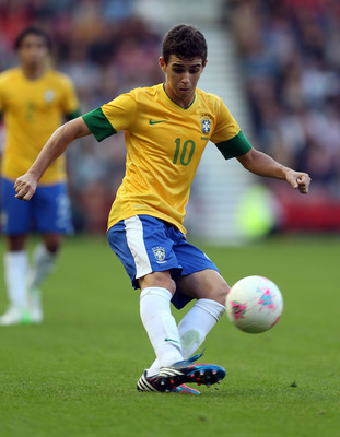 MIDDLESBROUGH, ENGLAND - JULY 20:  Oscar of Brazil in action during the international friendly match between Team GB and Brazil at Riverside Stadium on July 20, 2012 in Middlesbrough, England.  (Photo by Julian Finney/Getty Images)