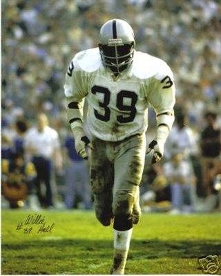Willie Hall, the most unsung of the '70s Raiders linebackers (courtesy: dublinlaurenscountygeorgia.blogspot.com)