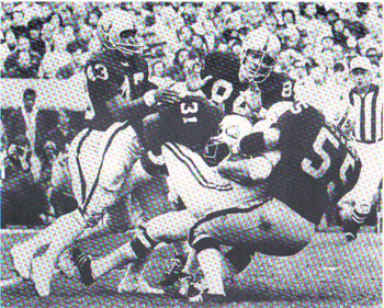 Cline (No. 84), helps maul a Baltimore Colt. (Courtesy: raidershistory.com)