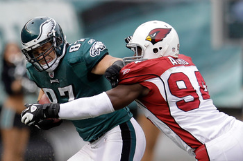 Acho (right) tackles Eagles' tight end Brent Celek.