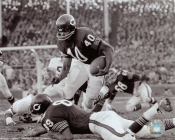 Gale Sayers scored an NFL rookie record 22 touchdowns for the Bears in 1965 Photo credit: posters.ws