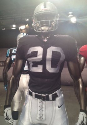 Raidersnikeuniforms_display_image