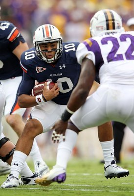 BATON ROUGE, LA - OCTOBER 22:  Kiehl Frazier #10 of the Auburn Tigers carries the ball during the game against the LSU Tigers at Tiger Stadium on October 22, 2011 in Baton Rouge, Louisiana.  (Photo by Jamie Squire/Getty Images)
