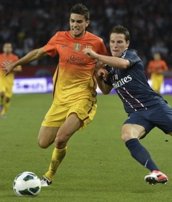 Marc Bartra tussles with PSG's Kevin Gameiro.
