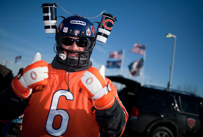 Blog_chicago_photographer_michaeljarecki_bears_tailgating_chicago_bears_fan_beer_helmet_crop_650x440