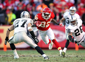 Dwayne Bowe ends his Chiefs holdout and signs new deal