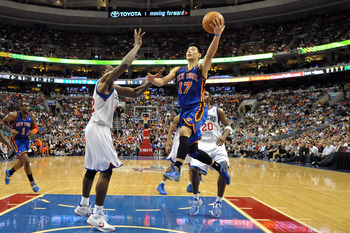 Jeremy Lin driving to the basket