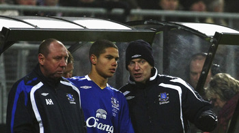 Rodwell receive instructions from manager, David Moyes