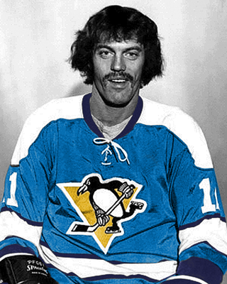 Photo from http://thirdstringgoalie.blogspot.ca/2011/06/1973-74-pittsburgh-penguins-j-bob.html