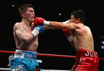 """The Hispanic Causin Panic"" shown here fighting Ricky Hatton in 2008."