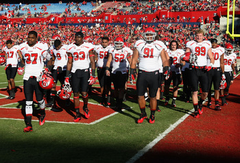 TUCSON, AZ - NOVEMBER 05: The Utah Utes warm up before the college football game against the Arizona Wildcats at Arizona Stadium on November 5, 2011 in Tucson, Arizona.  The Utes defeated the Wildcats 34-21.  (Photo by Christian Petersen/Getty Images)