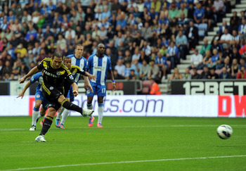 WIGAN, ENGLAND - AUGUST 19:  Frank Lampard of Chelsea scores his side's second goal from the penalty spot during the Barclays Premier League match between Wigan Athletic and Chelsea at DW Stadium on August 19, 2012 in Wigan, England.  (Photo by Chris Brun