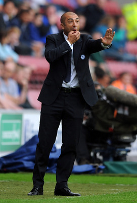 WIGAN, ENGLAND - AUGUST 19:  Chelsea manager Roberto Di Matteo shouts instructions from the touchline during the Barclays Premier League match between Wigan Athletic and Chelsea at DW Stadium on August 19, 2012 in Wigan, England.  (Photo by Chris Brunskil
