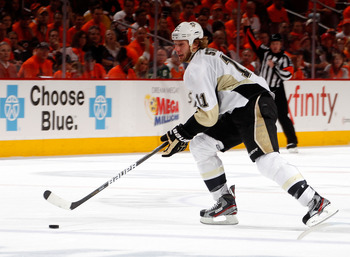 Jordan Staal will join brother Eric in Carolina this season.