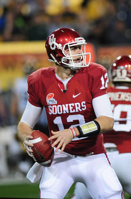 Landry Jones is back to lead the Sooners again. This time, he's thinking Miami.