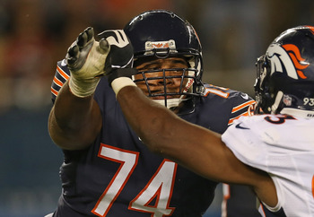 Williams (Bears) blocks Beal (Broncos)