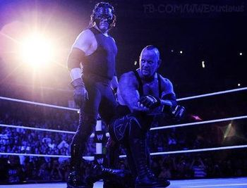 Undertaker-returns-to-raw_display_image