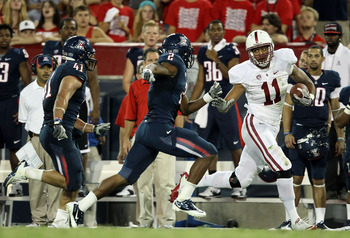 Levine Toilolo stiff-arms an Arizona defender