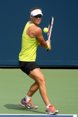 Women singles defending champ Samantha Stosur