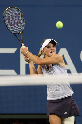 Melanie Oudin takes a shot at the 2009 U.S. Open.
