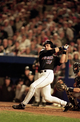 FLUSHING, NY - OCTOBER 25:  Mike Piazza #31 of the New York Mets swings at a New York Yankees pitch during game 4 of the World Series at Shea Stadium on October 25, 2000, in Flushing, New York.  The Mets won 2-0. (Photo by Al Bello/Getty Images)