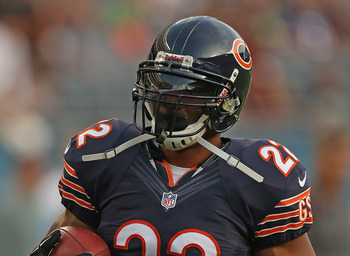 Matt Forte of the Chicago Bears warming up