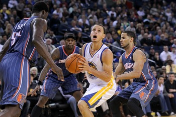 The Bobcats have Curry surrounded.