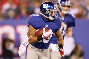 EAST RUTHERFORD, NJ - NOVEMBER 20:  Da'Rel Scott #33 of the New York Giants runs with the ball against the Philadelphia Eagles at MetLife Stadium on November 20, 2011 in East Rutherford, New Jersey.  (Photo by Al Bello/Getty Images)
