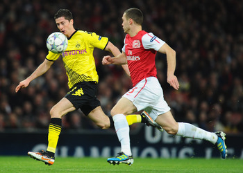 Robert Lewandowski controlling the ball