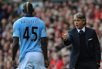 Mario Balotelli discussing with Roberto Mancini
