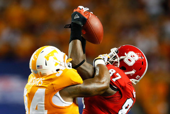 ATLANTA, GA - AUGUST 31:  Mario Carter #87 of the North Carolina State Wolfpack pulls in this reception against Herman Lathers #34 of the Tennessee Volunteers at Georgia Dome on August 31, 2012 in Atlanta, Georgia.  (Photo by Kevin C. Cox/Getty Images)