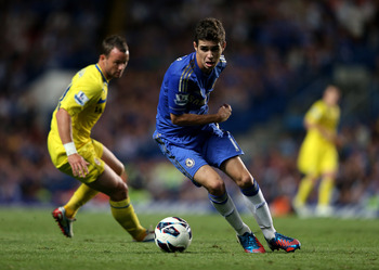 LONDON, ENGLAND - AUGUST 22:  Oscar of Chelsea on the ball during the Barclays Premier League match between Chelsea and Reading at Stamford Bridge on August 22, 2012 in London, England.  (Photo by Mark Thompson/Getty Images)